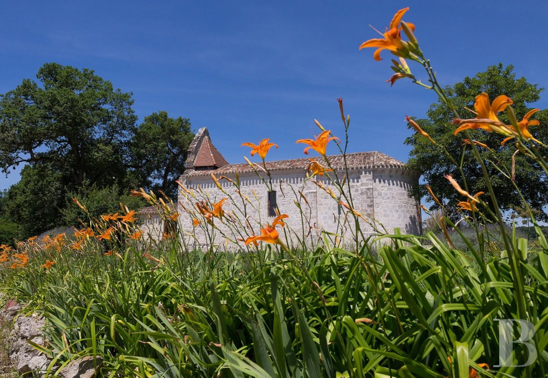 fA Romanesque chapel in a hamlet lined with fields and orchards to the north of Agen - photo n°1
