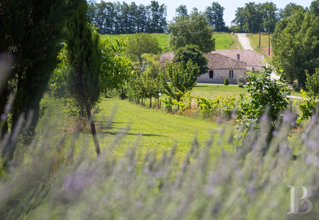fA Romanesque chapel in a hamlet lined with fields and orchards to the north of Agen - photo n°18