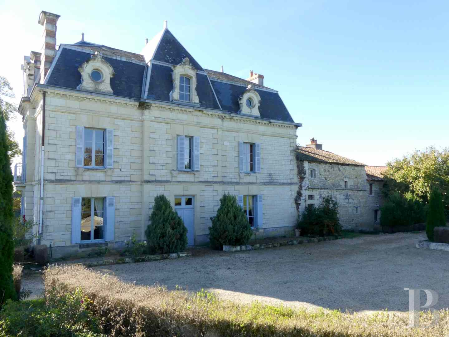 character properties France poitou charentes buy purchase - 1 zoom