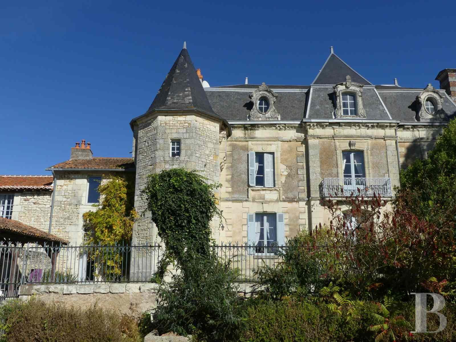 character properties France poitou charentes buy purchase - 4 zoom