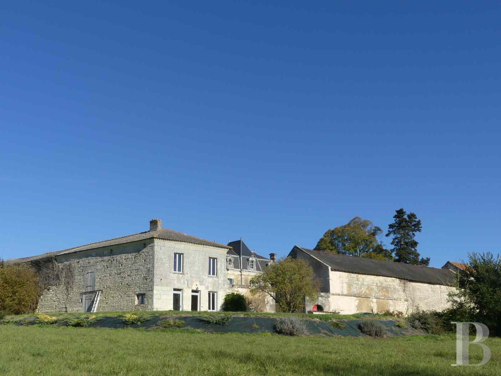 character properties France poitou charentes buy purchase - 6 zoom