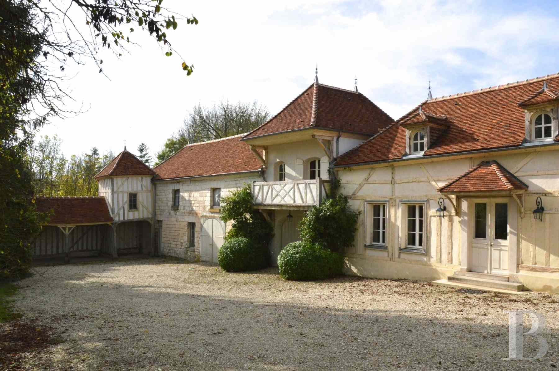 character properties France champagne ardennes house towers - 1 zoom