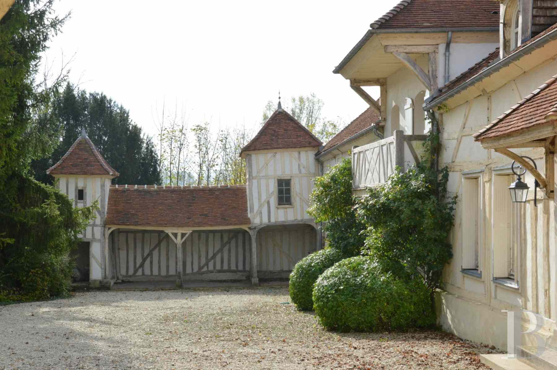 character properties France champagne ardennes house towers - 4 zoom