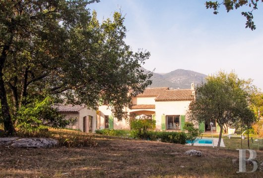 character properties France provence cote dazur vence baou - 2
