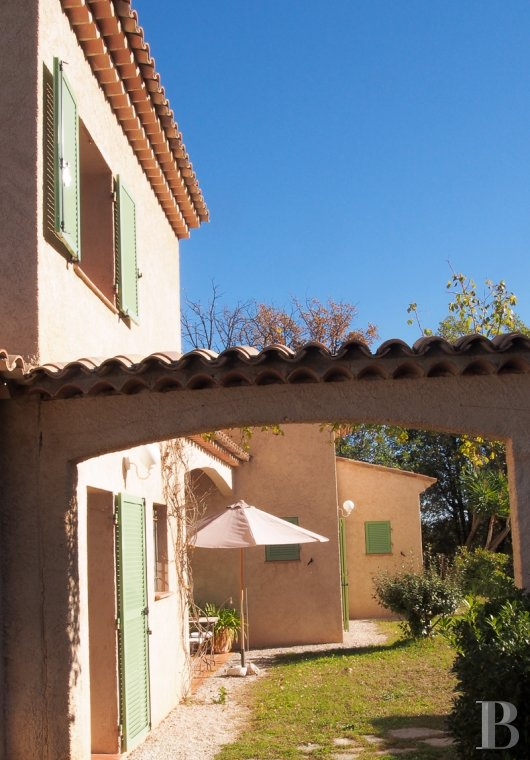 character properties France provence cote dazur vence baou - 8