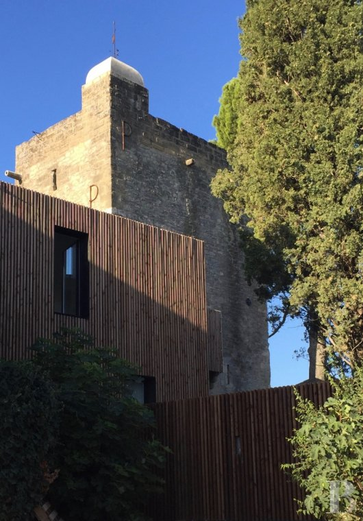fA thousand-year-old tower with a contemporary feel in the heart of Gard, not far from Uzès - photo N°3