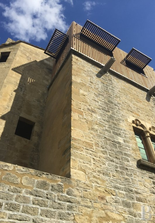 fA thousand-year-old tower with a contemporary feel in the heart of Gard, not far from Uzès - photo N°4