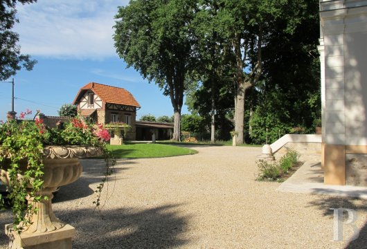 chateaux for sale France ile de france hunting lodge - 12