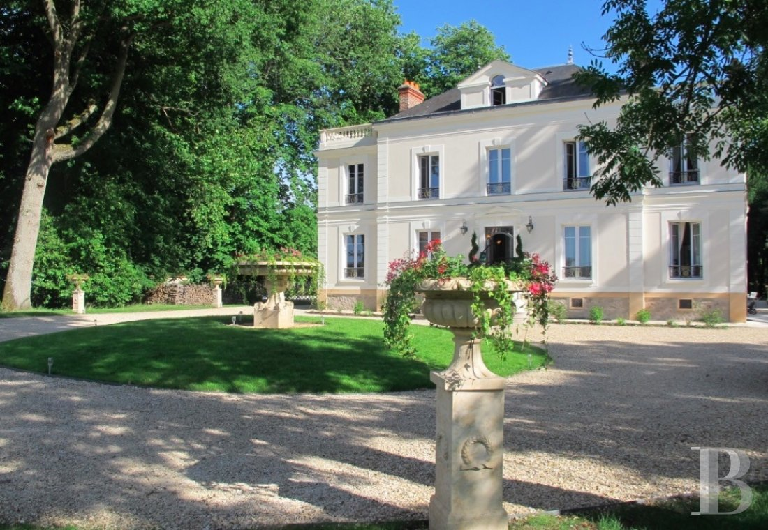 chateaux for sale France ile de france hunting lodge - 1