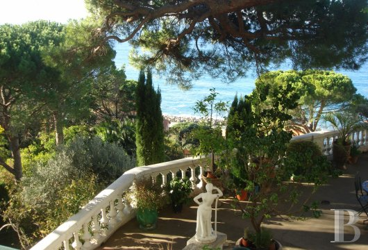 fA 19th century villa with a spectacular garden and rockery overlooking the Corniche at the heart of Roucas-Blanc in Marseille - photo n°10