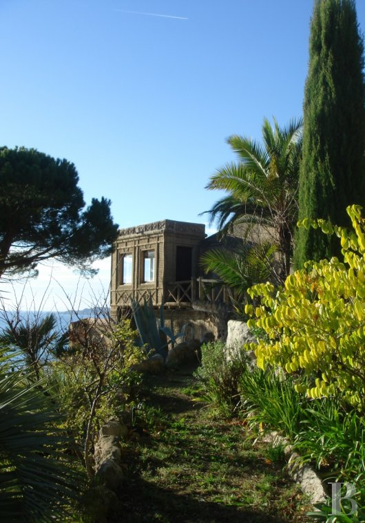fA 19th century villa with a spectacular garden and rockery overlooking the Corniche at the heart of Roucas-Blanc in Marseille - photo N°2