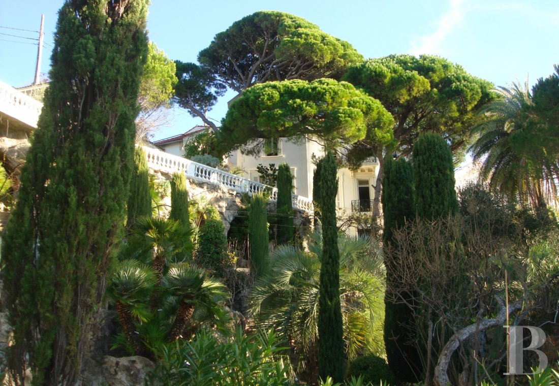 fA 19th century villa with a spectacular garden and rockery overlooking the Corniche at the heart of Roucas-Blanc in Marseille - photo  n°9