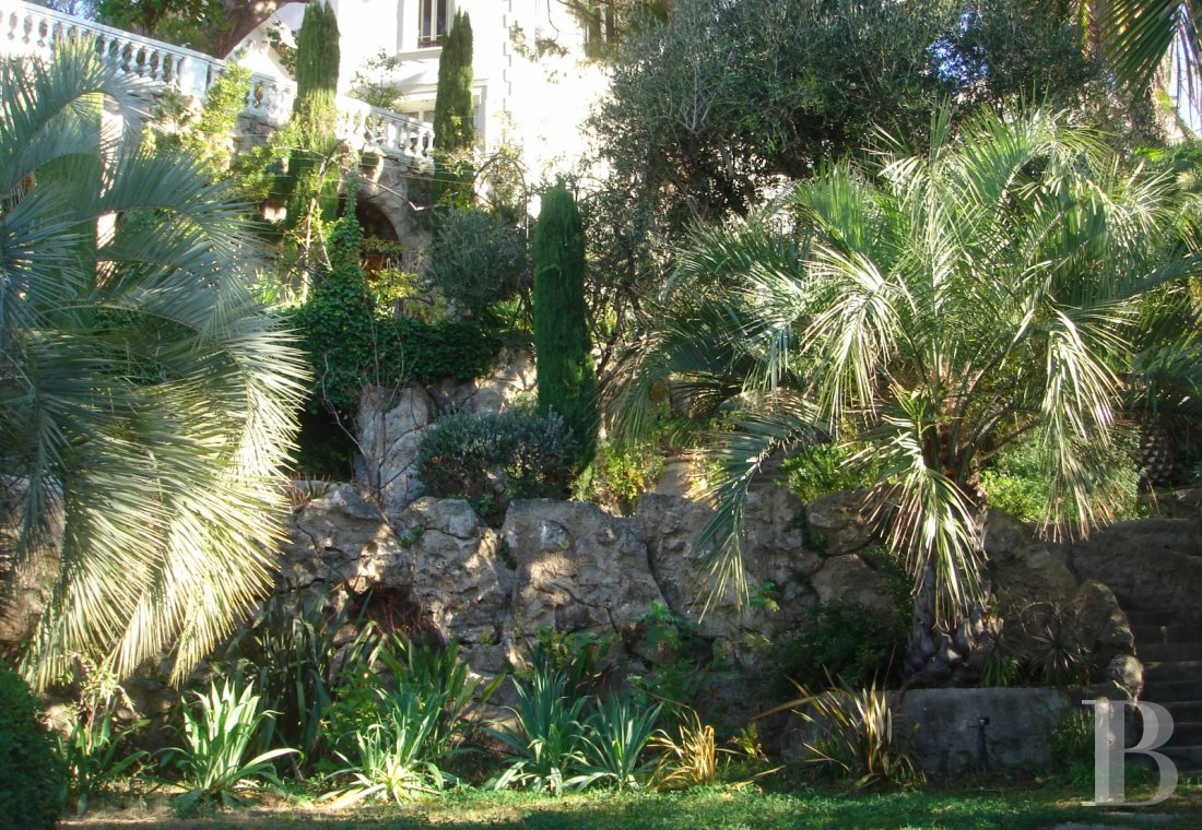 fA 19th century villa with a spectacular garden and rockery overlooking the Corniche at the heart of Roucas-Blanc in Marseille - photo  n°15