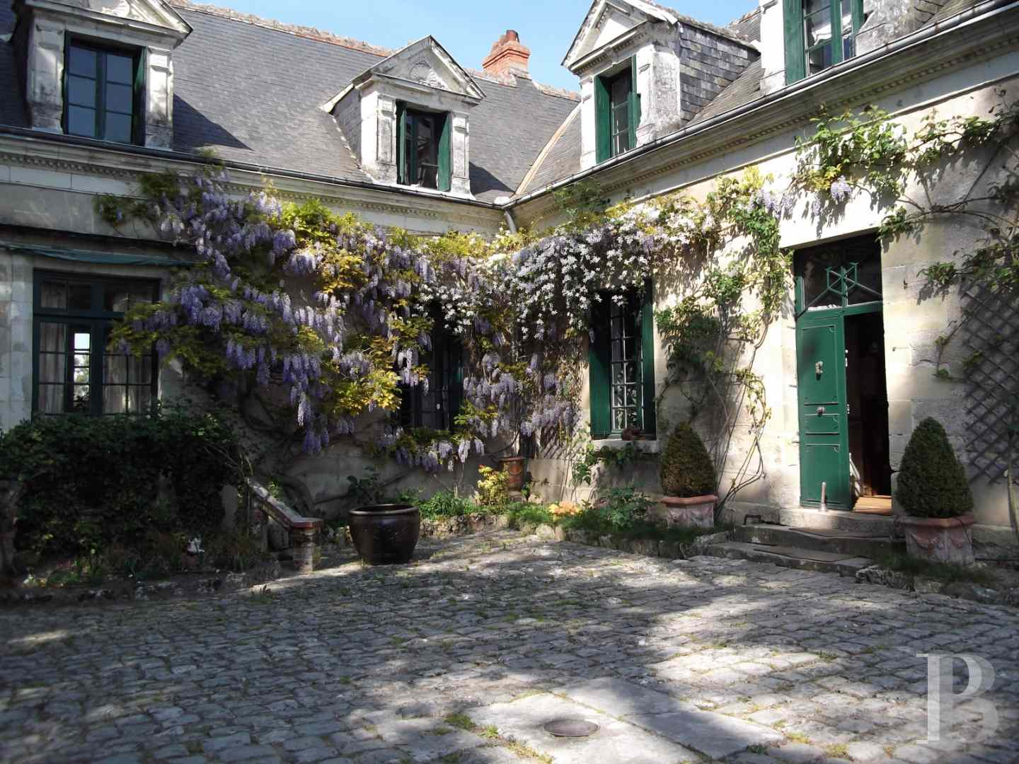 character properties France center val de loire character houses - 1 zoom