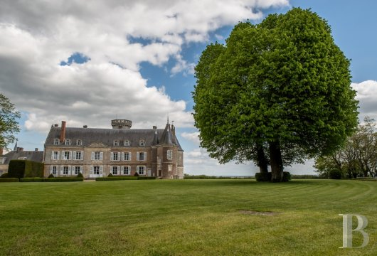 fA chateau with a long and captivating history,  watching over the entrance to the Perche Sarthois - photo N°3