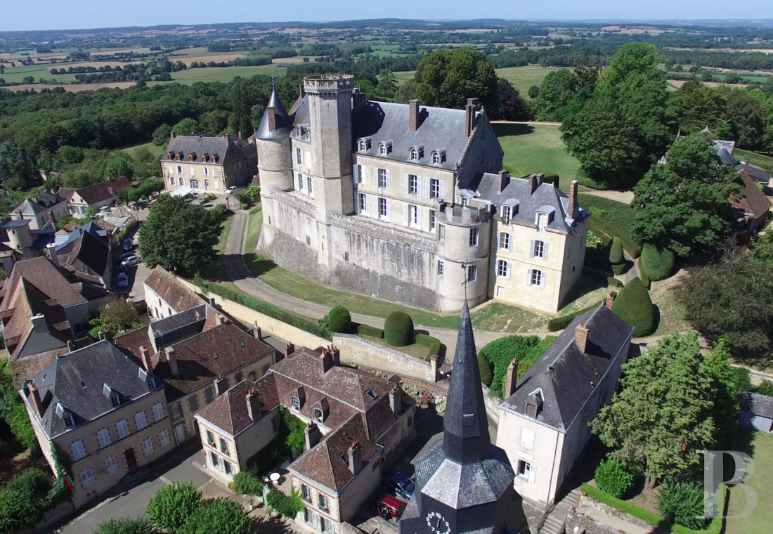 fA chateau with a long and captivating history,  watching over the entrance to the Perche Sarthois - photo N°1