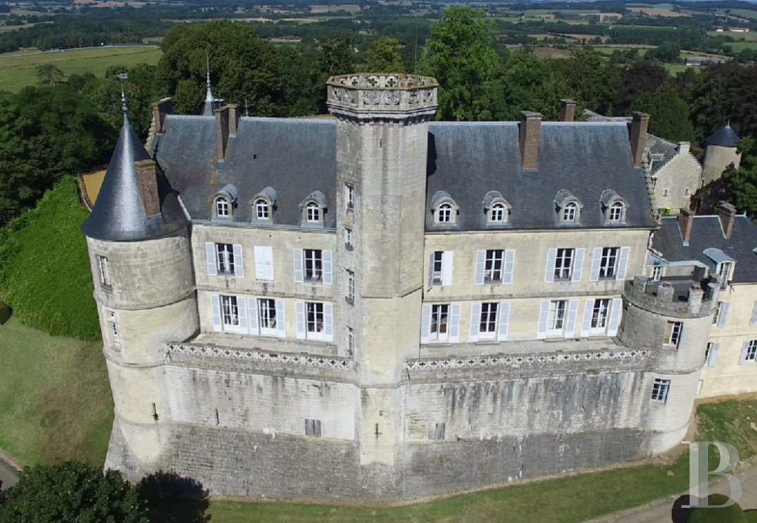 fA chateau with a long and captivating history,  watching over the entrance to the Perche Sarthois - photo N°4