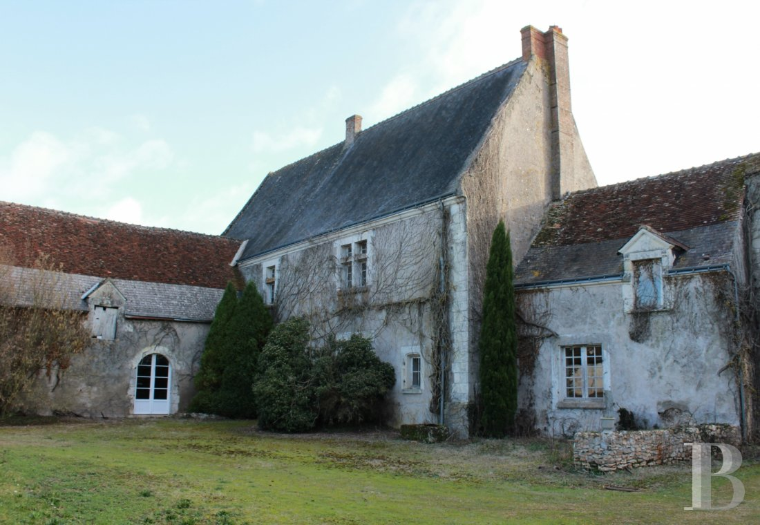 character properties France center val de loire character houses - 1 mini