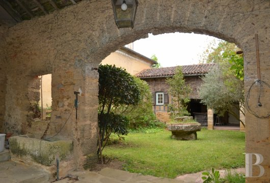 character properties France midi pyrenees   - 12