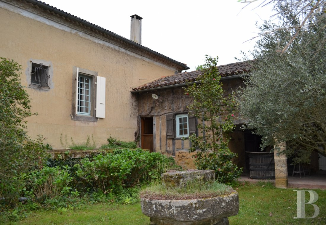 character properties France midi pyrenees   - 4