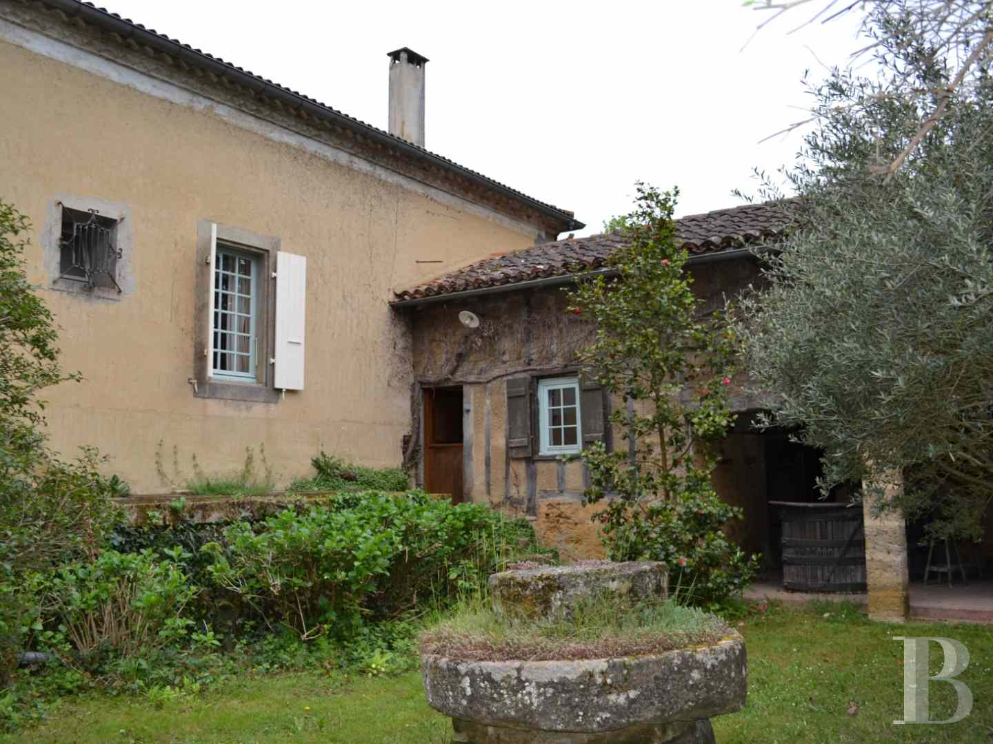 character properties France midi pyrenees character houses - 4 zoom