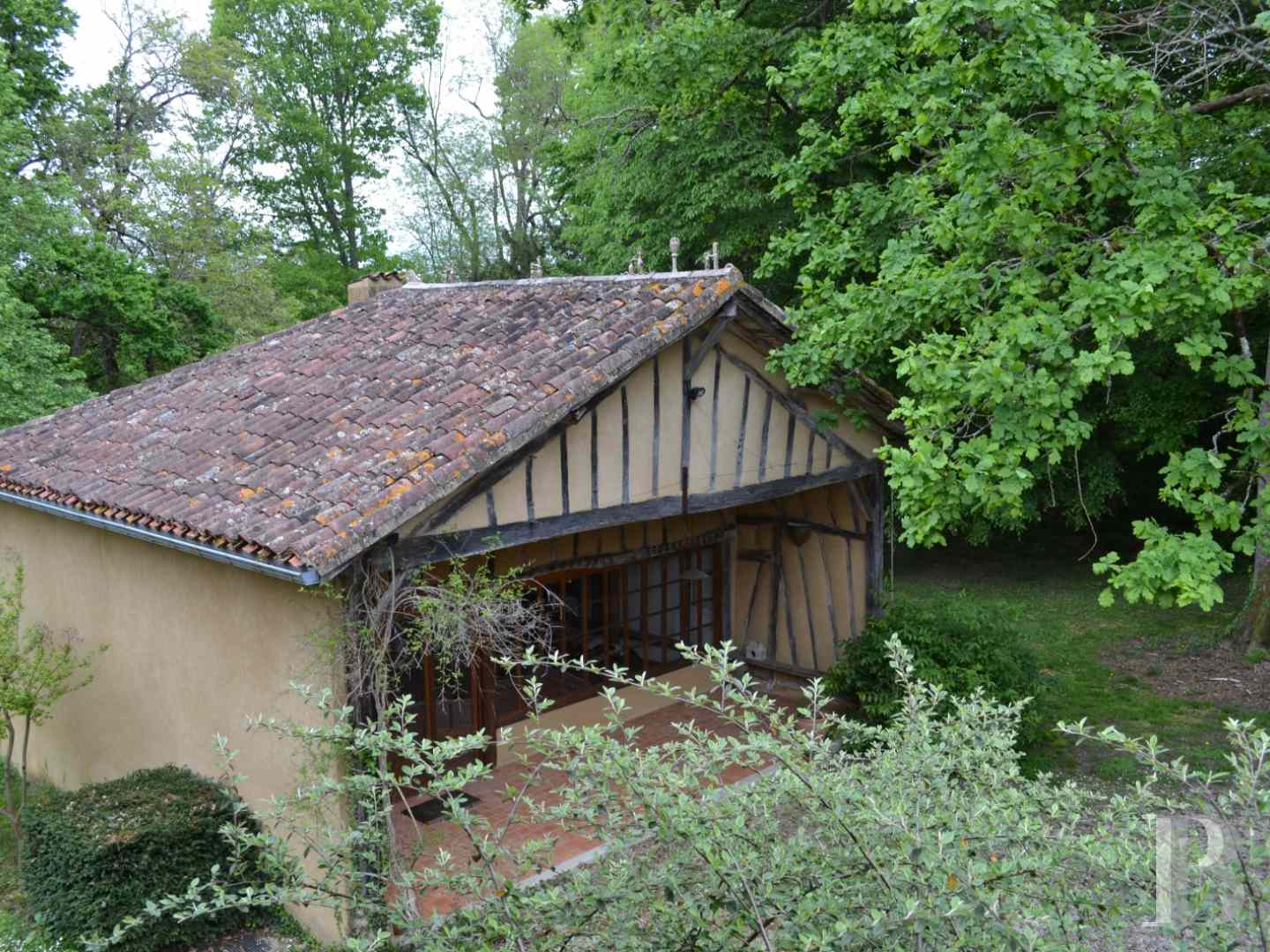 character properties France midi pyrenees character houses - 15 zoom