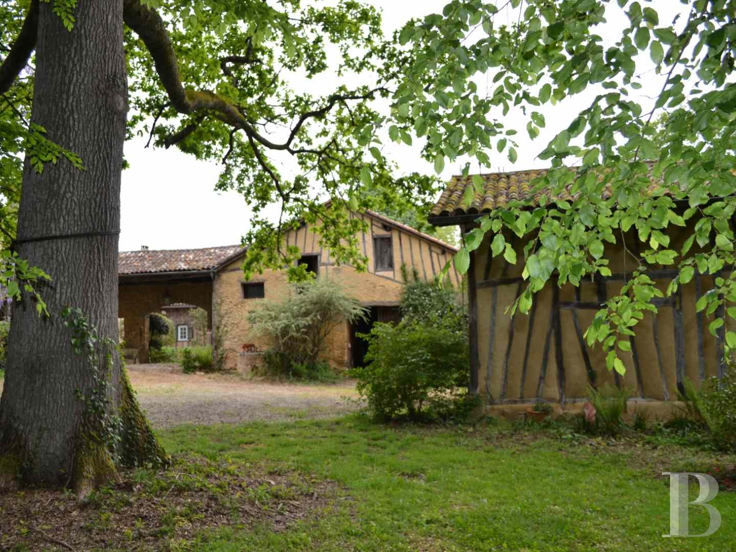 character properties France midi pyrenees character houses - 3 zoom