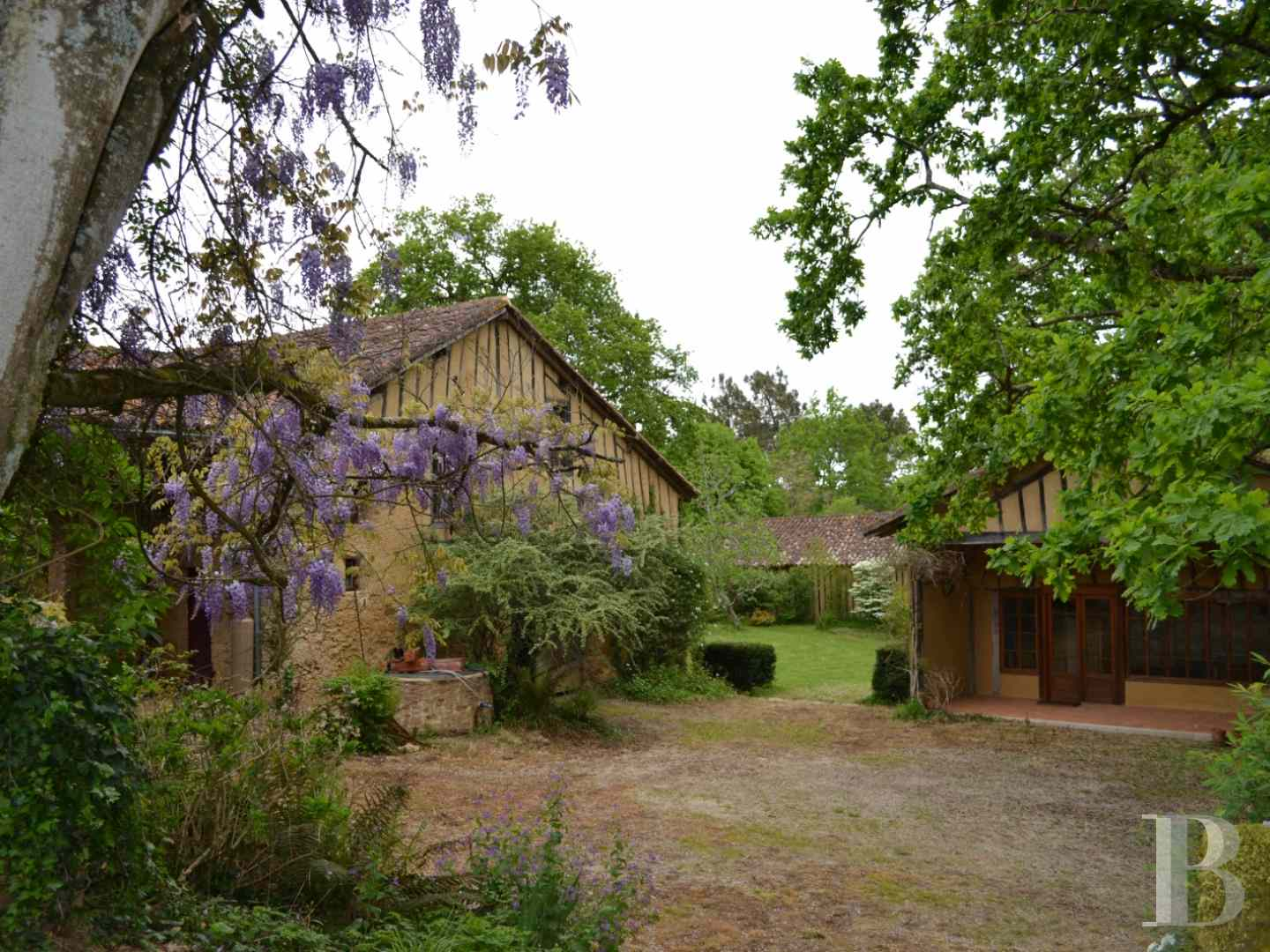 character properties France midi pyrenees character houses - 2 zoom