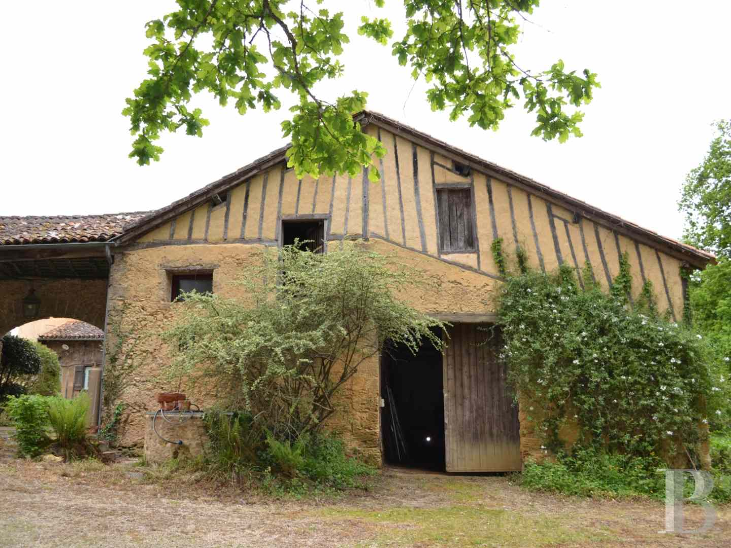 character properties France midi pyrenees character houses - 14 zoom