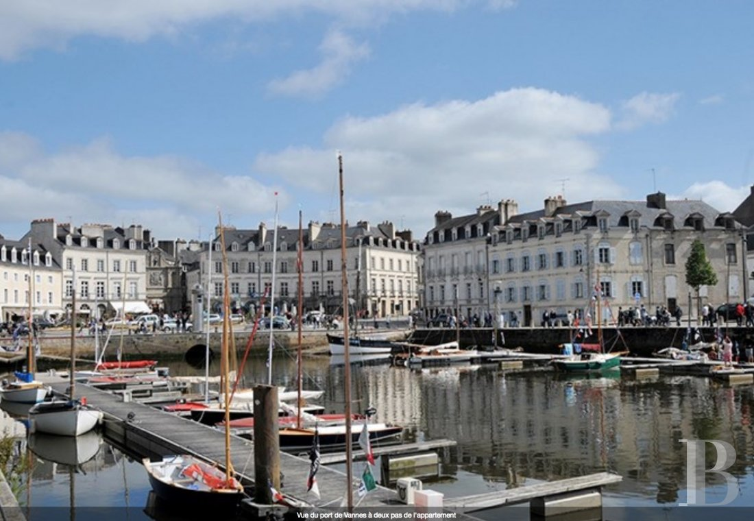 fÀ Vannes, tout près du port de plaisance, un studio haussmannien design tourné vers le large - photo N°1