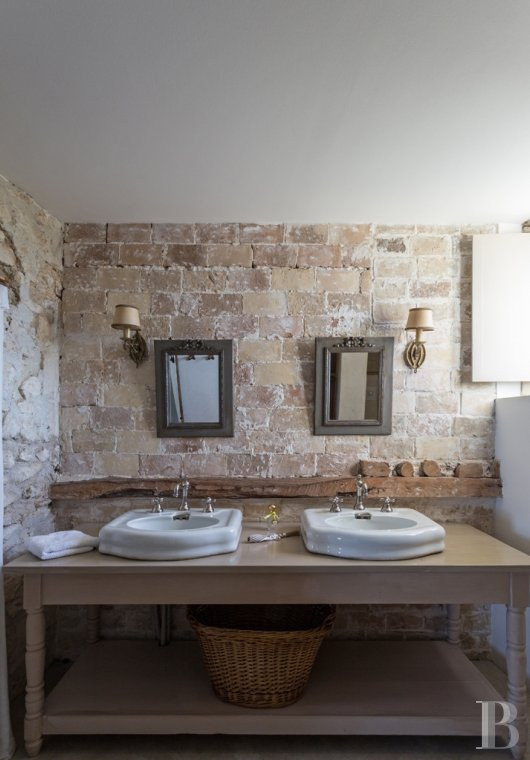fA former 17th century coaching inn  for provincial holidays with family or friends to the east of Avignon  - photo  n°20