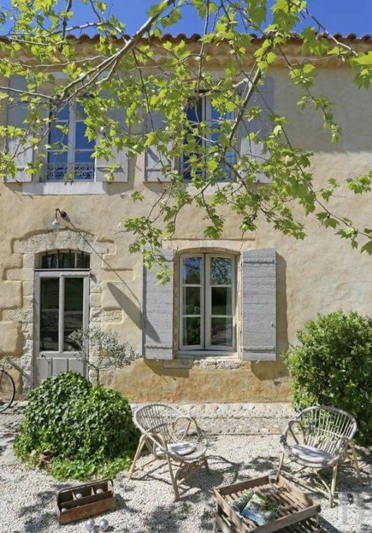 fA former 17th century coaching inn  for provincial holidays with family or friends to the east of Avignon  - photo  n°2