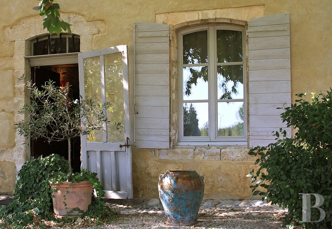 fA former 17th century coaching inn  for provincial holidays with family or friends to the east of Avignon  - photo  n°8