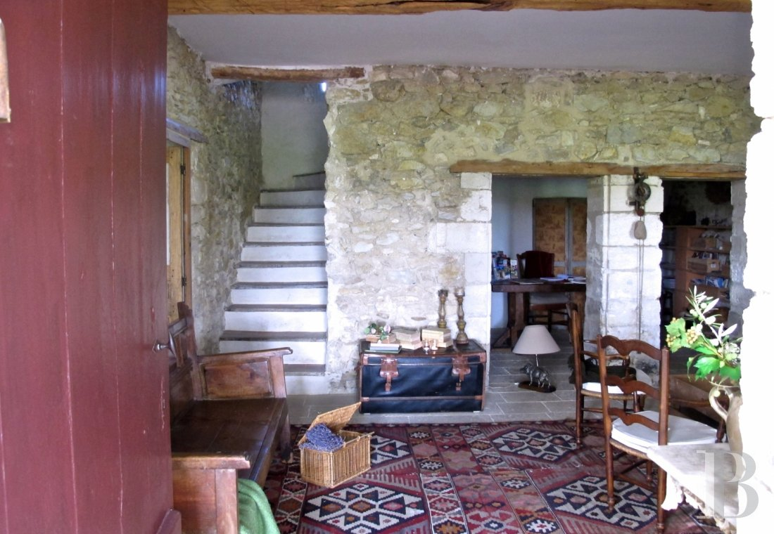 fA former 17th century coaching inn  for provincial holidays with family or friends to the east of Avignon  - photo  n°15