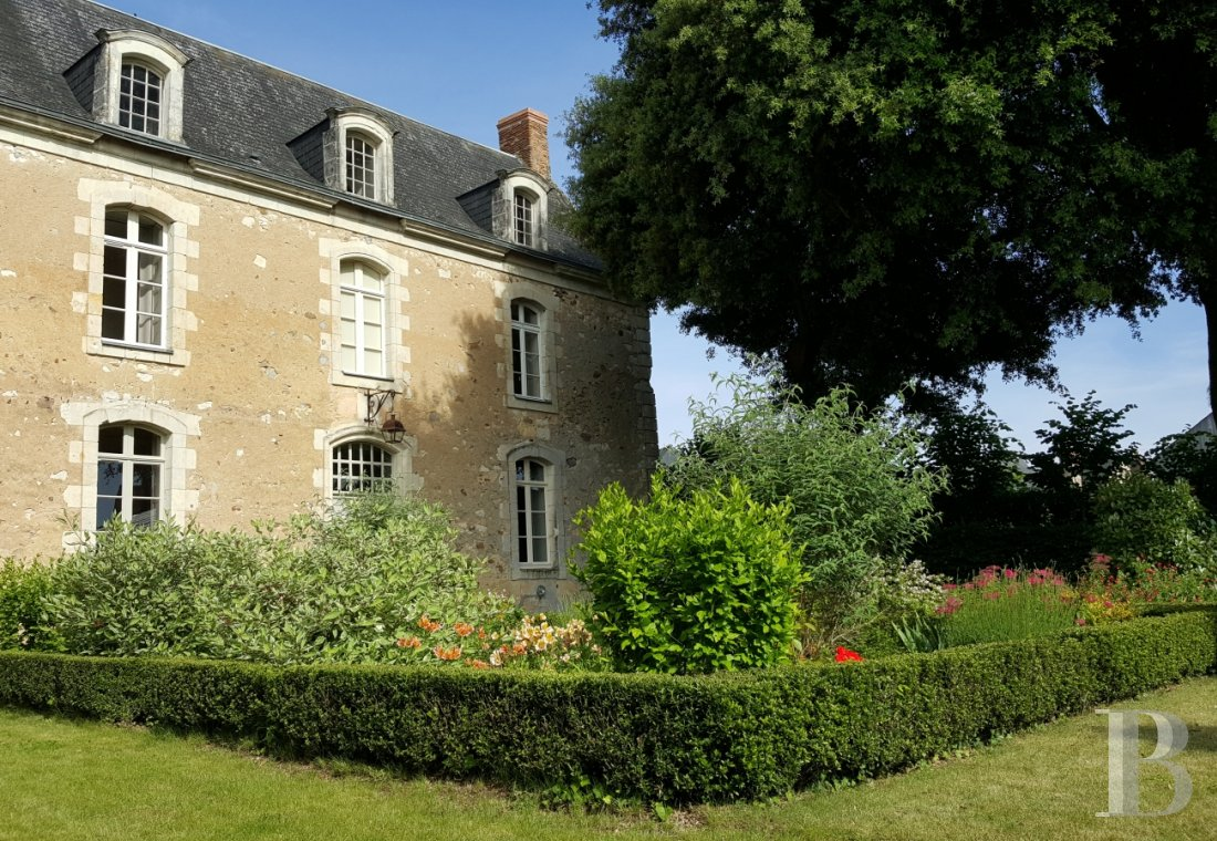 An intimate and poetic 18th presbytery  in the Beaugeois in Anjou - photo  n°5
