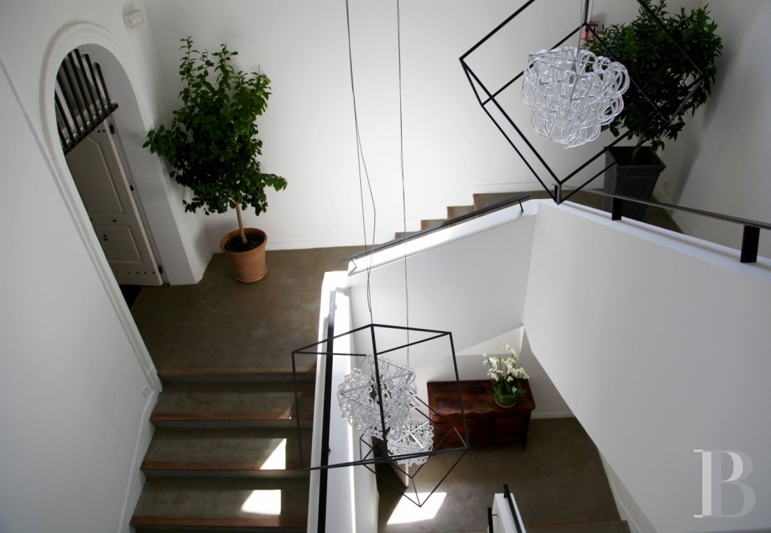fNine suites in a former convent  in Marseille, just a few steps from the Old Port - photo N°4