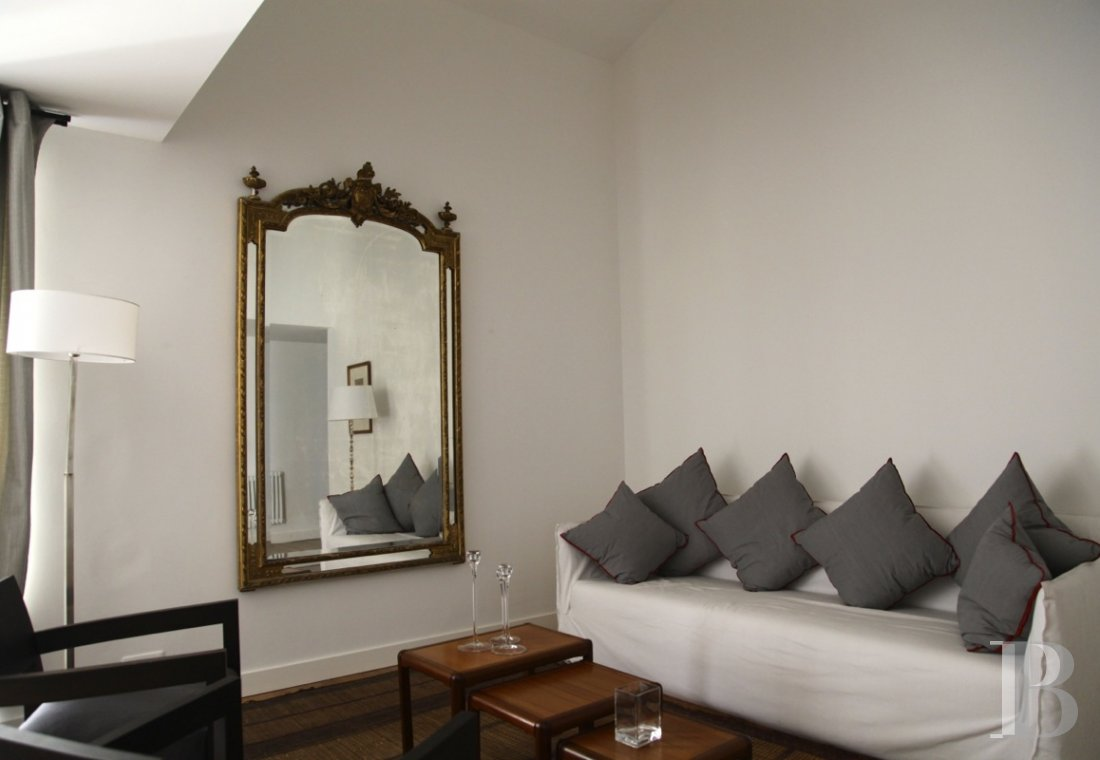 fNine suites in a former convent  in Marseille, just a few steps from the Old Port - photo  n°12