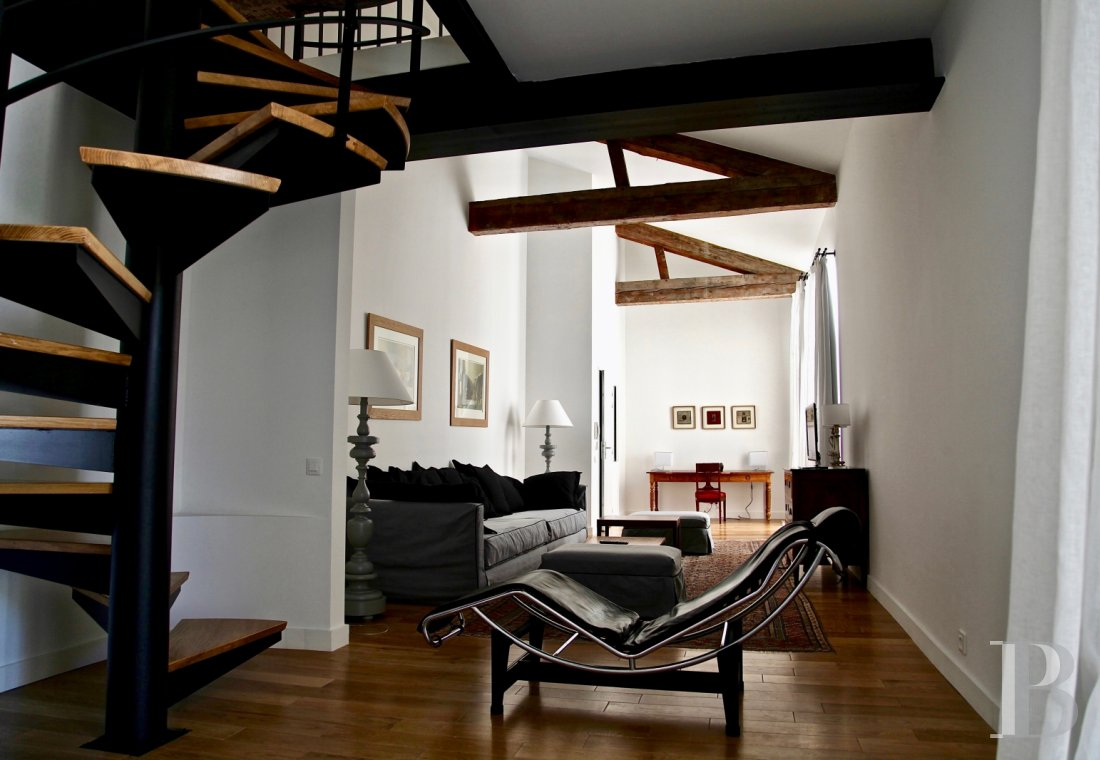 fNine suites in a former convent  in Marseille, just a few steps from the Old Port - photo n°15