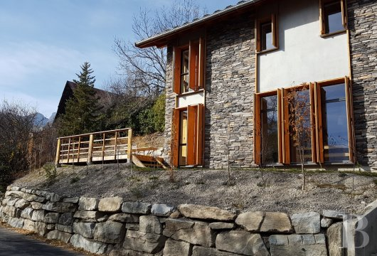 fA contemporary chalet overlooking the Durance valley in the south-west of Briançon - photo n°3