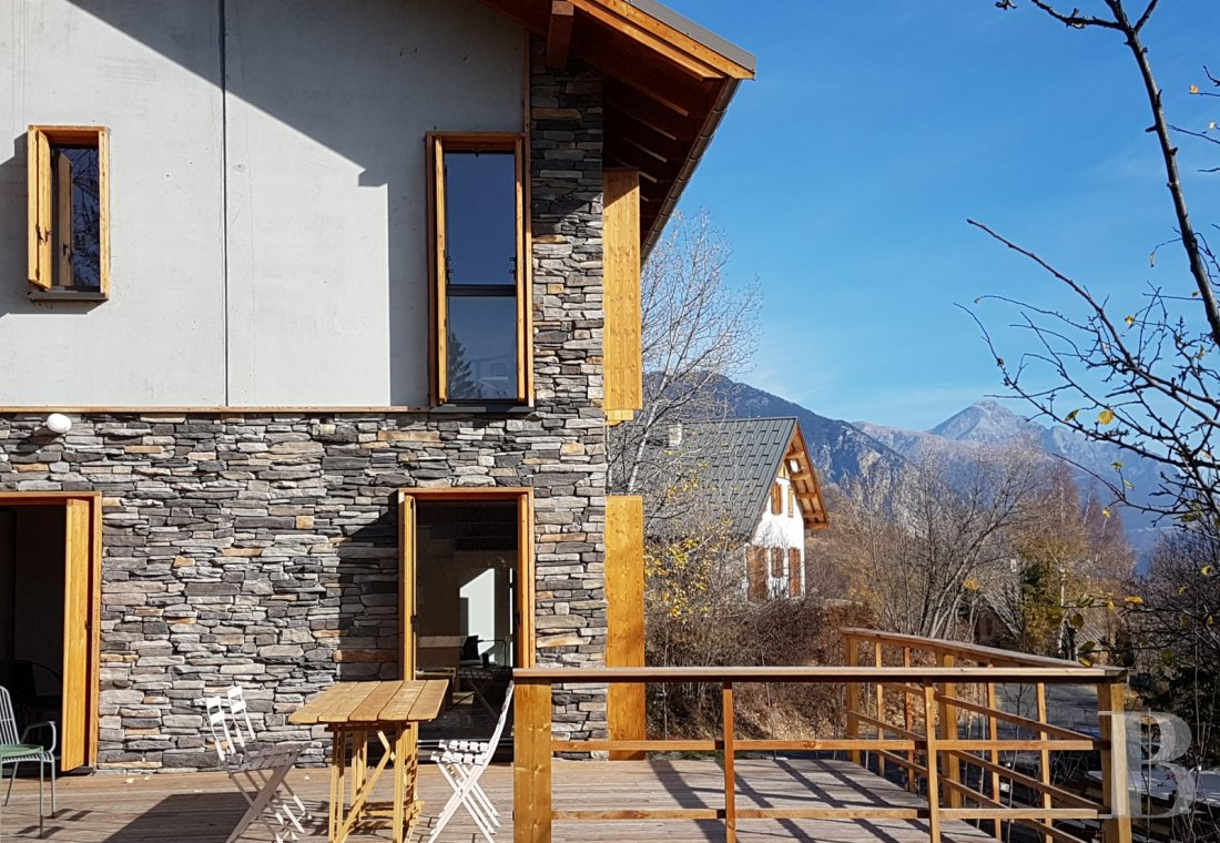 fA contemporary chalet overlooking the Durance valley in the south-west of Briançon - photo n°1