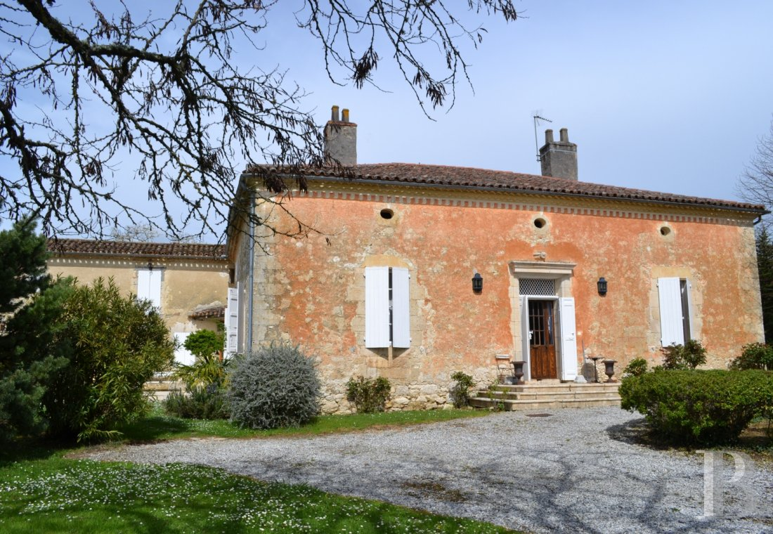 "Residences for sale - aquitaine - A large, luxurious home and its outbuildings in a hamlet  in the countryside around the Lot-et-Garonne's little ""French Tuscany"""
