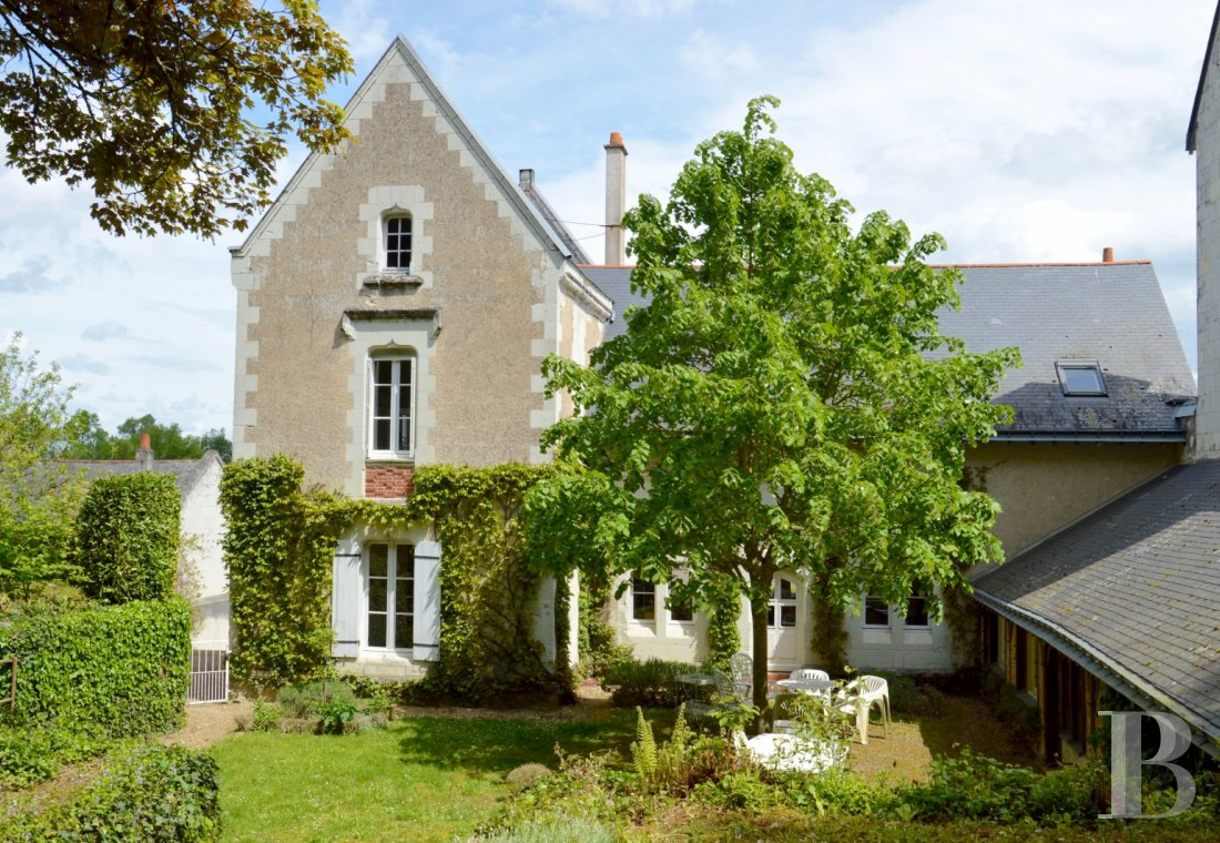 Character houses for sale - pays-de-loire - A house, with a garden and a view of the river,  near to a listed church on the side of the Loire