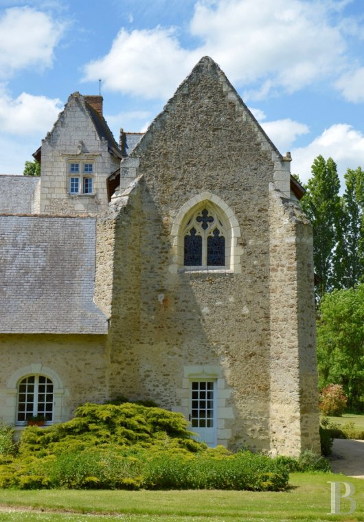 Manors for sale - pays-de-loire - A stately residence, dating back to the 12th century, in 2.6 ha of parklands  on the outskirts of a village in the Anjou region