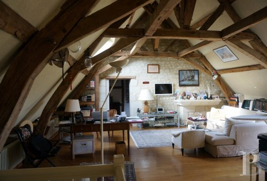 character properties France center val de loire   - 13