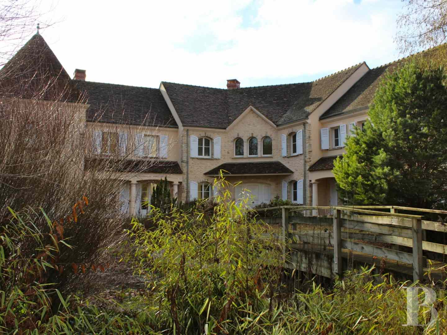 character properties France ile de france character houses - 2 zoom
