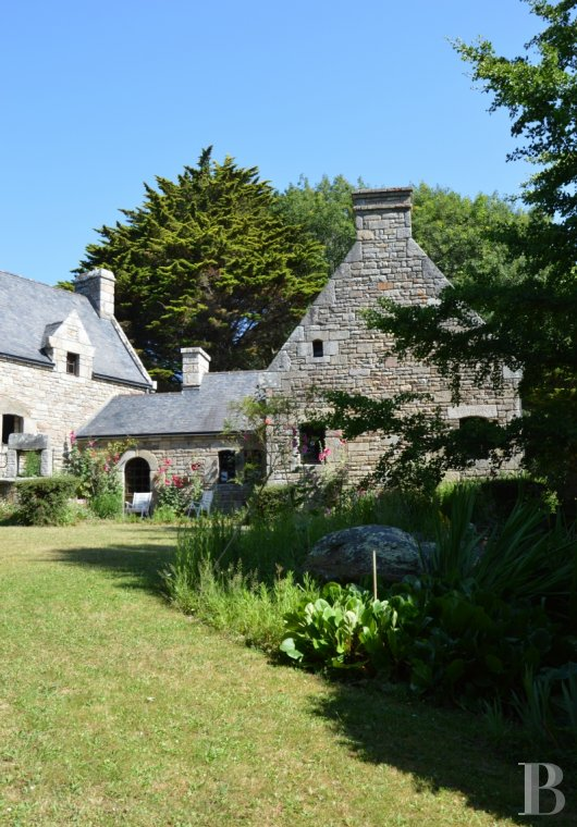 Character houses for sale - brittany - A house and its outbuildings on a 1.5 ha estate,  with a view of the river La-Laïta, in south Finistère