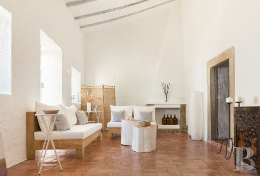 fA hilltop farm transformed into a guest house full of comfort and light in the South of Portugal, not far from Faro - photo  n°6