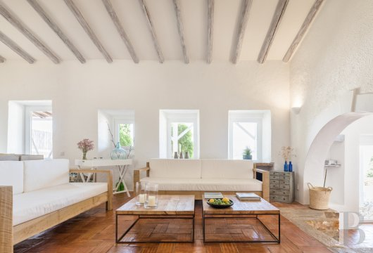 fA hilltop farm transformed into a guest house full of comfort and light in the South of Portugal, not far from Faro - photo  n°5
