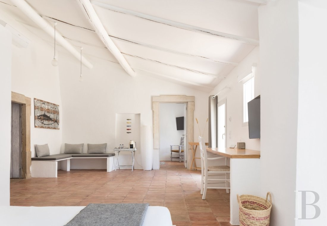 fA hilltop farm transformed into a guest house full of comfort and light in the South of Portugal, not far from Faro - photo  n°10