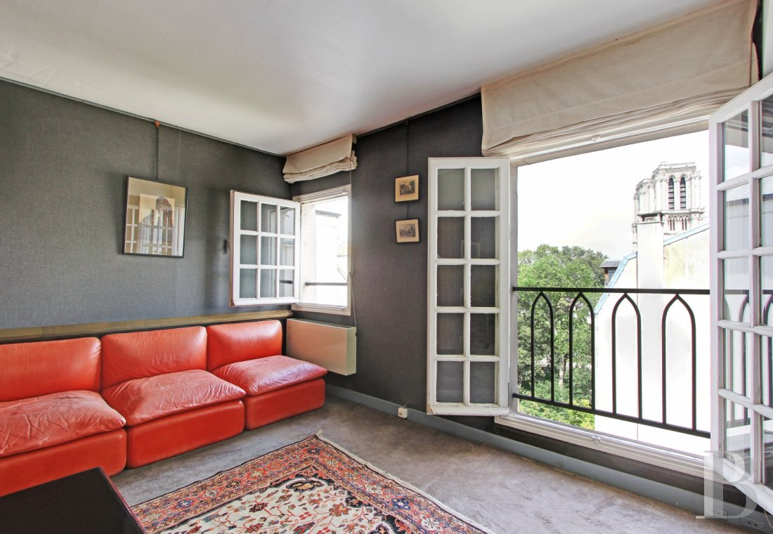 appartments for sale - paris - A flat, spanning almost 50 m², with a direct view of Notre-Dame  and Saint-Julien-le-Pauvre in Paris' 5th arrondissement